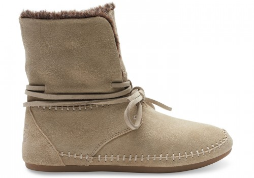 10006228-FH15-OXFRD-TAN-SUEDE-HAIR-WM-ZAHARA-BOOT-ZAHARA-BOOTIE-WN-LIFESTYLE-1450x1015